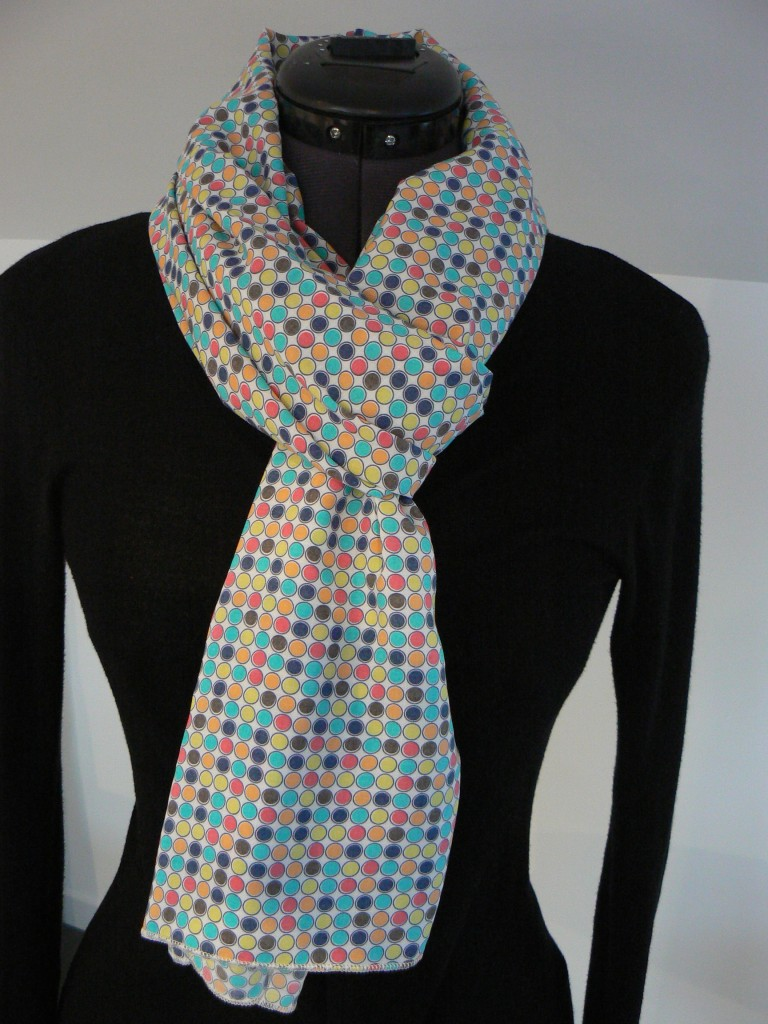 Foulard à pois multicolore ! (3)